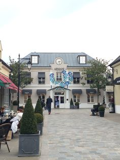 Low-Cost shopping on the outskirts of Paris: La Vallée Village