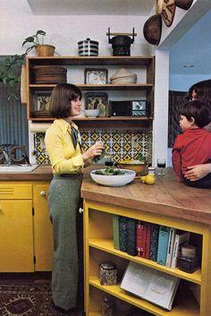 kitchen, but look useful storage! is part of Retro kitchen - 1960s Kitchen, Vintage Kitchen, Retro Interior Design, Deco Retro, 70s Home Decor, Decoration, Kitchen Storage, Vintage Houses, Homemaking
