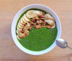 Voilà une nouvelle recette de petit déjeuner que j'apprécie toujours autant. C'est d'une grande simplicité tout en étant très sain, pleins de vitamines et minéraux et de l'énergie pour bien démarrer la journée ! Smoothie Vert, Netflix, Hummus, Ethnic Recipes, Flow, Coaching, Green, Peanut Butter, Fresh Fruit