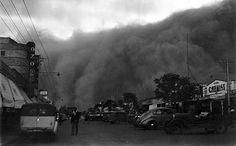 A dust storm rolling along Langtree Avenue, Mildura, 1930s