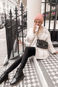 I want a pair 💕 Doc Martens Style, Doc Martens Outfit, Fall Winter Outfits, Winter Fashion, Winter Hats, London Guide, Skater Girls, Overalls, Hipster