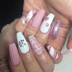 Sparkle and Shine Into 2019 With These 48 Gorgeous Nail Ideas - - Christmas nails - Nageldesign Chistmas Nails, Cute Christmas Nails, Xmas Nails, Holiday Nails, Christmas Acrylic Nails, Christmas Quotes, Colorful Nail Designs, Cute Nail Designs, Acrylic Nail Designs
