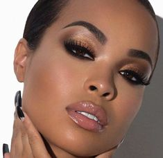 apprendre-à-se-maquiller-marron-yeux-maquillage-professionnel-femme-jolie