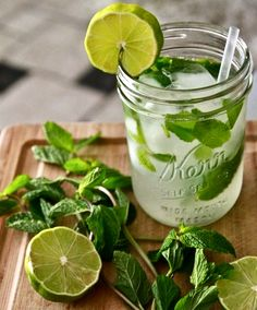 "So I just found out a new mojito recipe that I thought I'd share. It's called the ""French Mojito"". It consists of Grey Goose Vodka/Muddled Strawberry/Mint/Lime/Lavender Simple Syrup and Champagne. Fun Drinks, Yummy Drinks, Yummy Food, Alcoholic Beverages, Think Food, Love Food, Mojito Cocktail, Mint Mojito, Mint Lemonade"