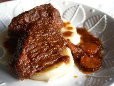 """Jarrete o Xarrete es un plato típico de la cocina tradicional gallega, especialmente en la zona de Santiago de Compostela, y generalmente se preparan guisados. En la cocina catalana, se incluye dentro del Cocido catalán """"Escudèlla i Carn d'Olla"""" como una de las piezas de carne. En el Norte de España se le suele llamar Zancarrón al hueso del jarrete descarnado con su tuétano."""