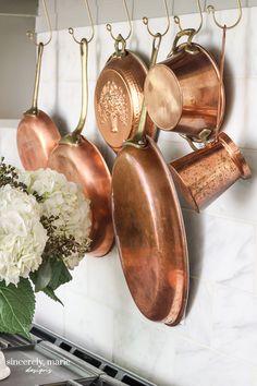 Copper Pots, Copper Kitchen, Wall Garden Indoor, Indoor Gardening, Balcony Garden, Wrought Iron Wall Decor, Iron Decor, Farmhouse Kitchen Decor, Cottage Kitchens