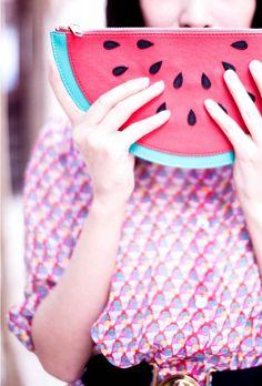 Watermelon purse - so clutch! Watermelon Purse, Pastel Grunge, Pret A Porter Feminin, Cute Bags, Summer Trends, Summer Of Love, Neue Trends, Clutch Bag, Fashion Forward