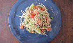 Som Tam or Thai Green Papaya Salad - compare to our Thai class recipe for method. Look at toasting the dried shrimp, add a sub option of cuke or kohlrabi Meat Recipes, Asian Recipes, Cooking Recipes, Healthy Recipes, Ethnic Recipes, Recipies, Thai Green Papaya Salad, Confit Duck Leg, Papaya Recipes