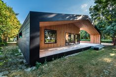 This Danish architecture project uses natural slate and timber to create a minimalist design that integrates perfectly into the surrounding area, next to the Vejle Fjord river. Vejle, Modern Exterior, Exterior Design, Sustainable Architecture, Modern Architecture, Rainscreen Cladding, Double House, Cladding Systems, Minimal Home