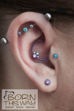 OK new piercing lineup for my right ear! A triple outer conch, a tragus, a daith, and a single lobe piercing. Daith piercing done by Jared Silverman featuring anatometal gem clusters. Tragus Piercings, Piercings Corps, Ear Piercings Tragus, Cute Ear Piercings, Piercing Tattoo, Septum, Cartilage Jewelry, Gauges, Opal