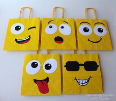 Emoji Smiley bags Emoji birthday party decorations for - Modern Diy Birthday, Birthday Party Decorations, Emoji Decorations, Birthday Emoji, Party Favor Bags, Goodie Bags, Decorated Gift Bags, Instagram Party, Facebook Instagram