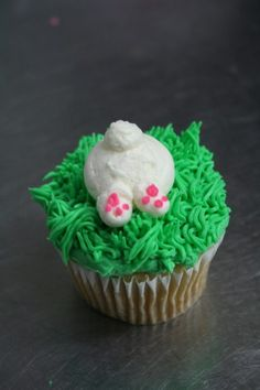 Easter cupcakes by RuthBlack. Cupcakes decorated with mini Easter cookies Spring Cupcakes, Easter Cupcakes, Bunny Cupcakes, Easter Cookies, Holiday Desserts, Holiday Treats, Holiday Recipes, Rabbit Cake, Bunny Rabbit