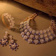 Real Diamond Necklace, Gold Choker Necklace, Diamond Jewelry, Gold Jewelry, Jewelery, Jewelry Necklaces, Beaded Necklace, Diamond Necklaces, Indian Wedding Jewelry
