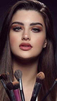 Transform Your Looks With This Advice. Women today place a very high value on beauty. A beautiful woman has it easier in life. Lovely Eyes, Beautiful Lips, Tangerine Essential Oil, Belle Silhouette, Beauty And Fashion, Best Moisturizer, Beauty Awards, Simple Makeup, Nice Makeup