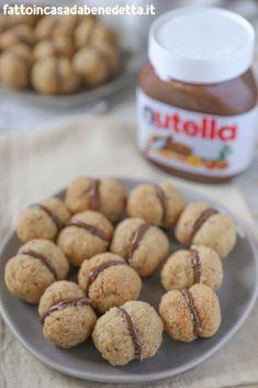 italian food names list Italian Cookie Recipes, Italian Cookies, Italian Food Names, Sweet Desserts, Dessert Recipes, Italian Biscuits, Food Meaning, Biscotti Cookies, Sweet Pastries