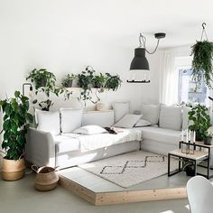 Tamara (@my_green_home_and_me) • Instagram-Fotos und -Videos Dining Room, Couch, Videos, Green, Furniture, Instagram, Home Decor, House, Settee
