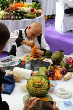 The Creative Process of Fruit Carving - more here: http://twistedredladybug.blogspot.de/2013/10/art-everywhere-even-in-fruits.html