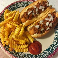 """Dinner 12pp/14sp. """"Coney"""" dogs and French fries, love this meal!! ✳️ Ballpark Turkey dogs 2 for 2pp/2sp. ✳️ 2 Kroger Lite hotdog buns 4pp/4sp. ✳️ 3 ounces of TJ's 96/4 lean ground beef 2pp/2sp. ✳️ 1/2 cup Manwich 1pp/2sp. ✳️ Orieda Crinkle Cut fries 3pp/4sp. ✳️ Heinz reduced sugar ketchup 0pp/0sp."""