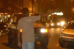 Projeto de lei quer proibir flanelinhas em Joinville | Vereador quer coibir a atuação de guardadores de carros na cidade. Se forem presos, a pena para flanelinhas poderá ir de dois meses a um ano. http://mmanchete.blogspot.com.br/2013/04/projeto-de-lei-quer-proibir-flanelinhas.html#.UXrA5rU3uHg