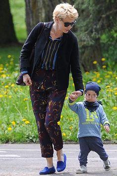 Kożuchowska z synem i matką na spacerze (ZDJĘCIA) - PUDELEK