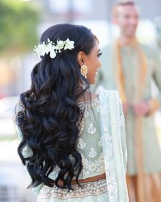 Amazing Bridal Hair Options Which Aren't A Bun! Wedding Day Makeup, Bridal Makeup Looks, Indian Bridal Makeup, Bridal Looks, Wedding Stuff, Open Hairstyles, Indian Bridal Hairstyles, Straight Hairstyles, Bridal Hair Buns