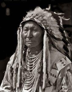 blackfoot indians   Blackfeet-Blackfoot-Indian Chief-White Wings with Wife-1925