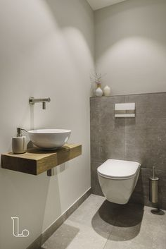Bathroom Decor above toilet Stilvolle Toilette - bathroomdecor Small Downstairs Toilet, Small Toilet Room, Guest Toilet, Downstairs Bathroom, Small Toilet Design, Bathroom Design Small, Bathroom Interior Design, Modern Bathroom, Modern Toilet Design