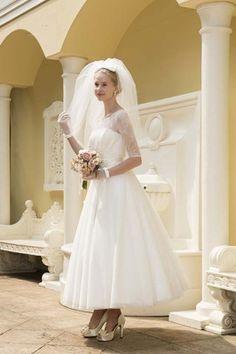 キュートなミモレ丈ドレス :ドレス詳細: BRIDESウエディングドレス