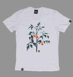 Koszulka z nowej kolekcji streetwear - CAT WALK Oko. Czarny t-shirt z nadrukiem, wykonany ze świetnej jakości materiału, z trwałym i intensywnym nadrukiem. Wyprodukowana w Polsce. Dwie wersje kolorystyczne do wyboru. Model dla niej i dla niego, czyli UNISEX! :)