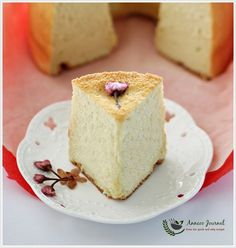As the Sakura Cherry Blossom is still in season, I bought a set of Sakura cherry blossom products online (here) two weeks ago. I ordered these as I wanted to make something special for Mother's Day which is just around the corner. I made this soft, light and springy chiffon cake with rice flour …