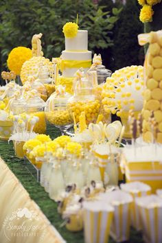Yellow Birthday Parties, 80 Birthday Cake, Wild One Birthday Party, Baby Girl First Birthday, Hello Kitty Birthday, Sweet 16 Birthday, Birthday Celebration, Yellow Party Decorations, Birthday Decorations