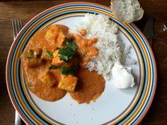 Tofu Tikka Masala på 30 minuter! | Jävligt gott - en blogg om vegetarisk mat och vegetariska recept för alla, lagad enkelt och jävligt gott. Vegan Indian Recipes, Raw Food Recipes, Veggie Recipes, Ethnic Recipes, Vegetarian Cooking, Vegetarian Recipes, Vegan Food, Go Veggie, Vegan Comfort Food