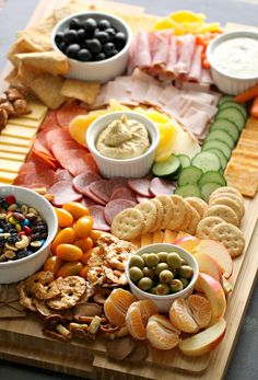Lower Excess Fat Rooster Recipes That Basically Prime How To Make A Kid-Friendly Charcuterie Board Step-By-Step Instructions Six Sisters' Stuff Peanut Butter Filled Pretzels, Pretzel Chips, Peanut Butter Filling, Party Food Platters, Food Trays, Charcuterie And Cheese Board, Cheese Boards, Snacks Für Party, Parties Food
