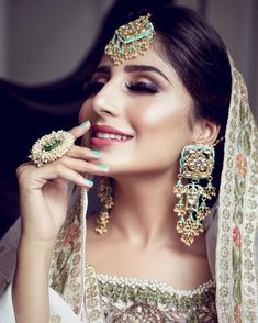 Add a little glam to your Indian wedding outfit by wearing these chic earrings. You can pair these trendy and classy earrings with any ethnic attire. OTT earrings will surely take your reception/haldi/mehndi/wedding outfit a notch higher. Jewelry Design Earrings, Unique Earrings, Bridal Earrings, Bridal Jewelry, Heavy Earrings, Pendant Earrings, Indian Wedding Jewelry, Indian Bridal, Indian Jewelry