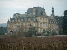 Vignobles+de+Bourgogne:+Vignoble+de+la+Côte+de+Nuits+:+vignes+et+château+de+Brochon - France-Voyage.com
