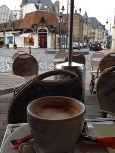 Coffee Cafe, Hot Coffee, Coffee Drinks, Coffee Shop, Morning Start, Tea And Books, Breakfast Tea, Asdf, Cafe Food