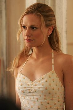 Love the styling of Sookie from True Blood.