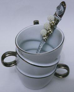 Caneca Porcelana + Colher Inox.    Puro luxo!!!    Embalagens:  http://www.elo7.com.br/embalagens/al/95800