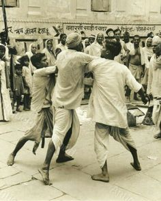 Boxing competition in Varanasi (1950-60 ) This vintage photo was discovered by #JSRudrāīs #RudreshT