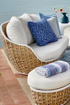 Morning in Santorini. Evoked by a crisp blue-and-white palette and casual wide-weave wicker. | Porta Forma