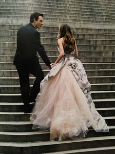 That dress! SJP Sarah Jessica Parker as Carrie Bradshaw in Dolce & Gabbana photographed by Annie Lebowitz for June 2008 Sarah Jessica Parker, Lou Le Film, Carrie And Big, Fru Fru, Glamour, City Style, Bridal, Mode Style, Belle Photo