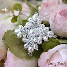 Beaded pearl and crystal brooch from Laciq   クレッセントジュエルのブローチ