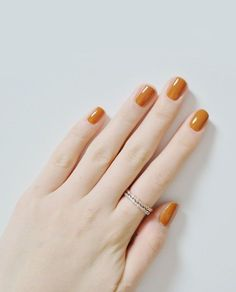 Mustard-orange nails. Love these 70s inspired colours.