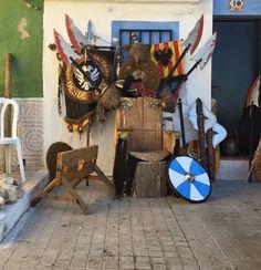 Trono salvaje. Fiestas del medievo Villena 2016 Clock, Wall, Home Decor, Savages, Fiestas, Watch, Decoration Home, Room Decor, Clocks