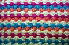 Manta con patrones a crochet.