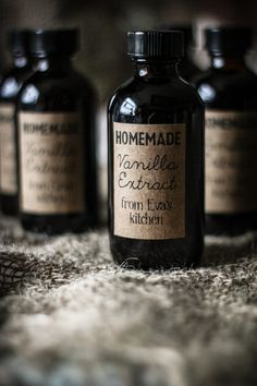 DIY: Homemade Vanilla Extract & Label Template