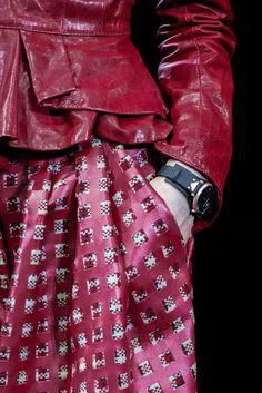 Emporio Armani Automne/Hiver 2015, Womenswear - Défilés (#21079) Emporia Armani, Armani Jacket, Fabric Manipulation, Print Patterns, Women Wear, Leather Jacket, Catwalks, Coups, Jackets