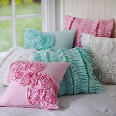 Need some inspiration on DIY pillow covers and cushion covers? Check out some cool ideas here for easy and simple home décor. Cute Pillows, Diy Pillows, Decorative Pillows, Cushions, Throw Pillows, Diy Pillow Covers, Cushion Covers, Girls Bedroom, Bedroom Decor