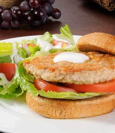 Turkey burgers is a great go-to substitute for beef and makes a juicy, flavorful burger to enjoy on the SlimFast Plan. Serve it like any other burger – with lettuce, tomato, onion, and a dollop of Roasted Red Pepper mayo. Slimfast Recipes, Diet Recipes, Healthy Recipes, Healthy Dinners, Healthy Treats, Diet Tips, Healthy Foods, Bacon Stuffed Mushrooms, Stuffed Peppers