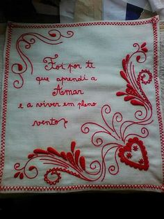 Lenço de namorados Embroidery Sampler, Cross Stitch Embroidery, Hand Embroidery, Cool Lettering, Bandana, Brazil, Knit Crochet, Wedding Invitations, Arts And Crafts